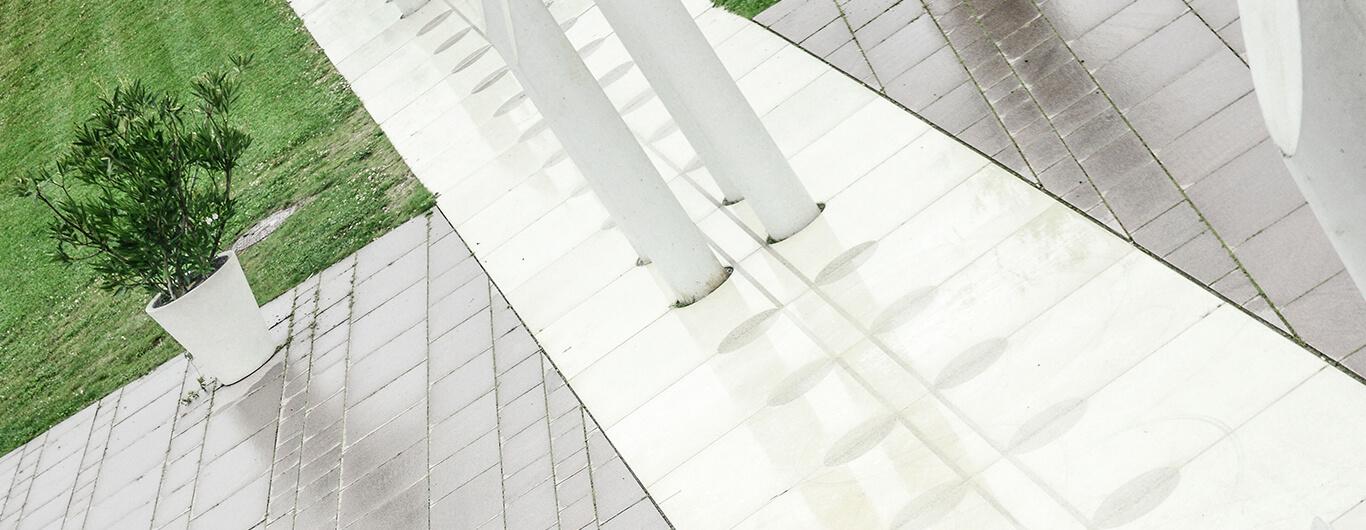 grafisk-beton-jelling-monumenterne-2
