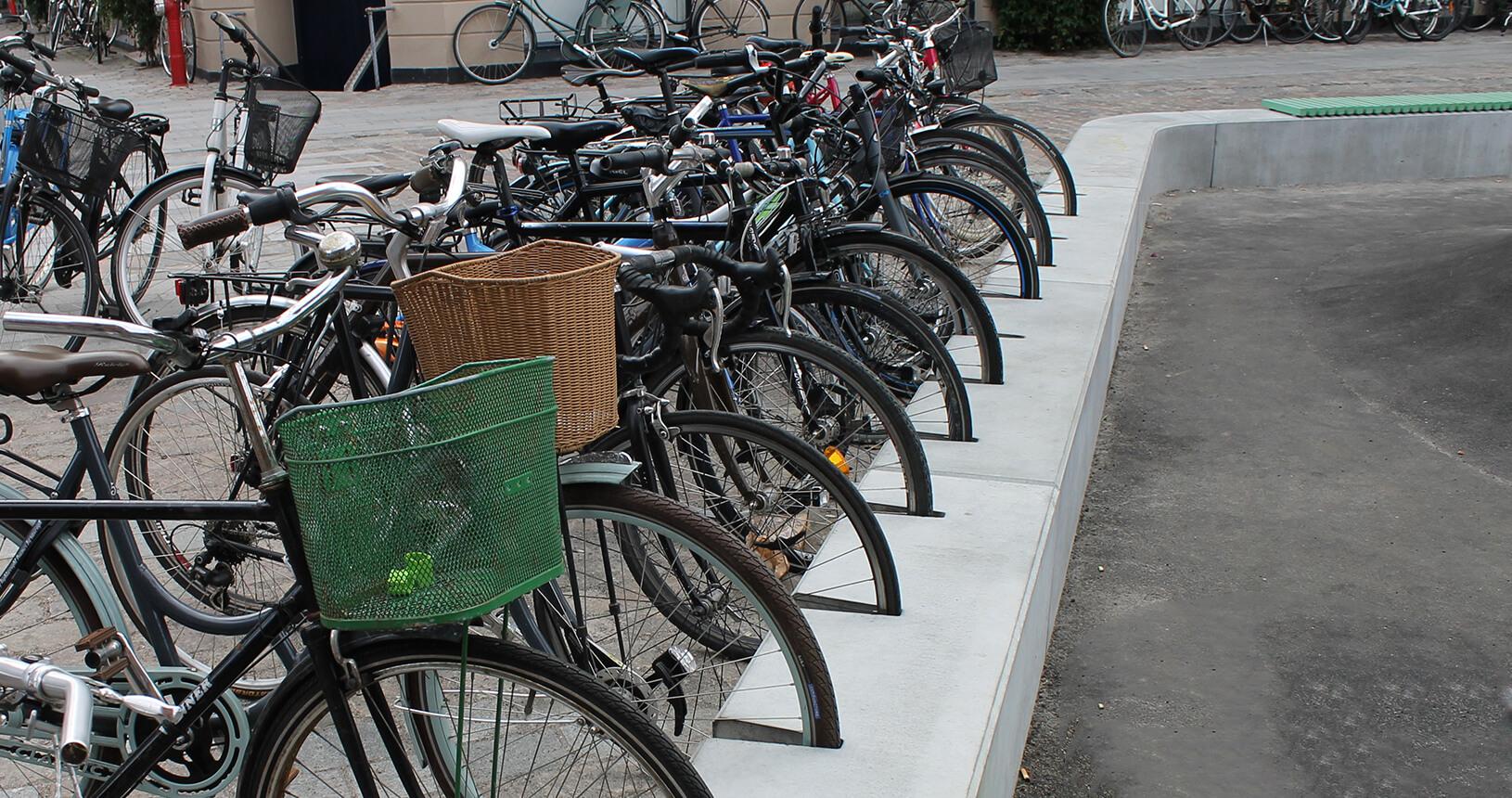 Cykelholder i beton fra Aarhus Cementvarefabrik